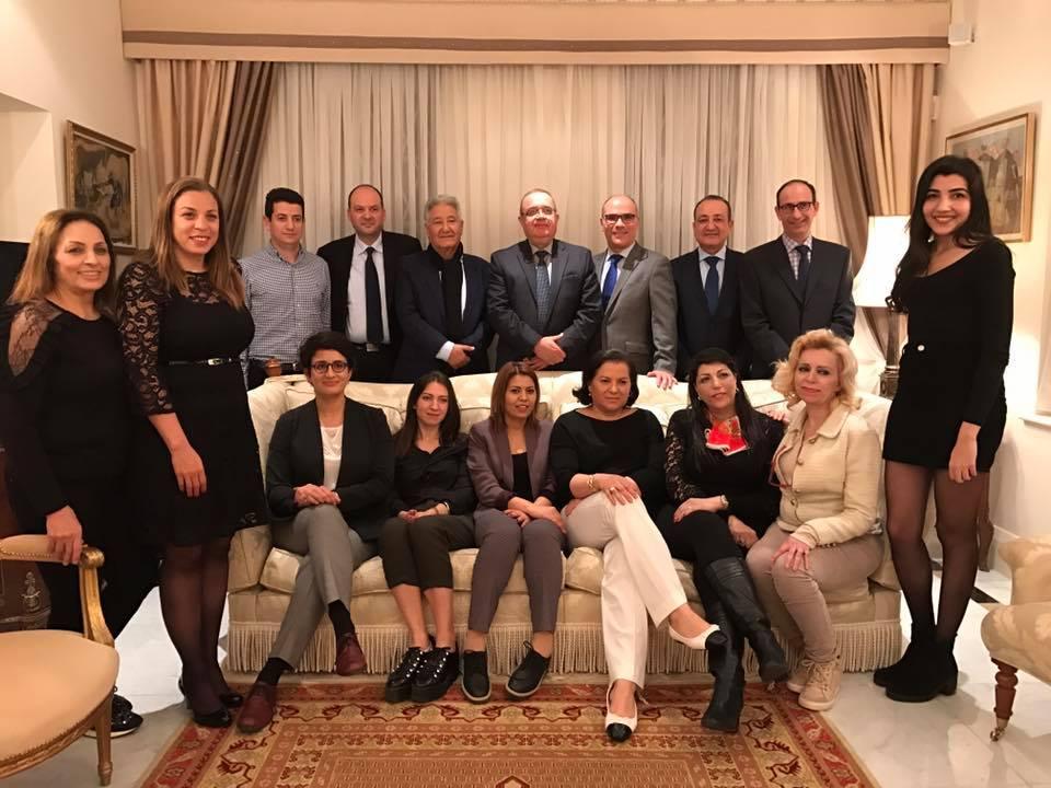 Photo d'ensemble au siège de l'Ambassade de Tunisie