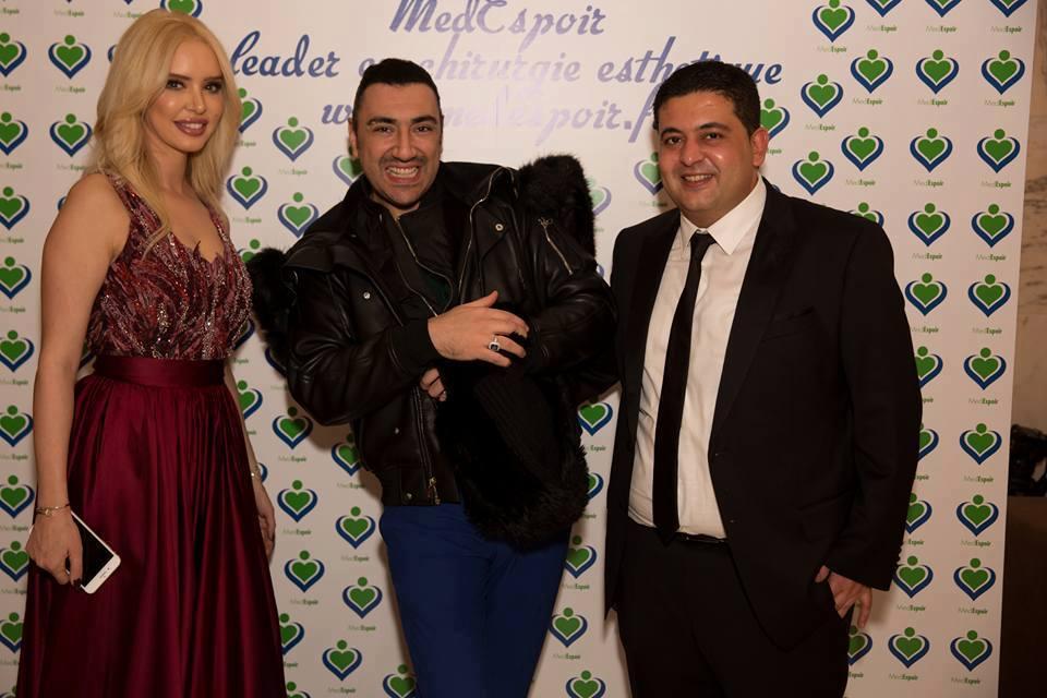 L'animatrice Aicha Othman en compagnie de son époux Aymen Boujbel (à droite) et du chanteur Chamseddine Bacha