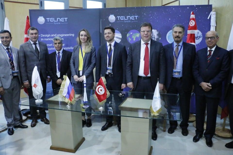 A l'occasion de cet évènement, le groupe TELNET et le Centre de Recherche en Numérique de Sfax ont signé une convention de collaboration dans le domaine de l'aérospatial.