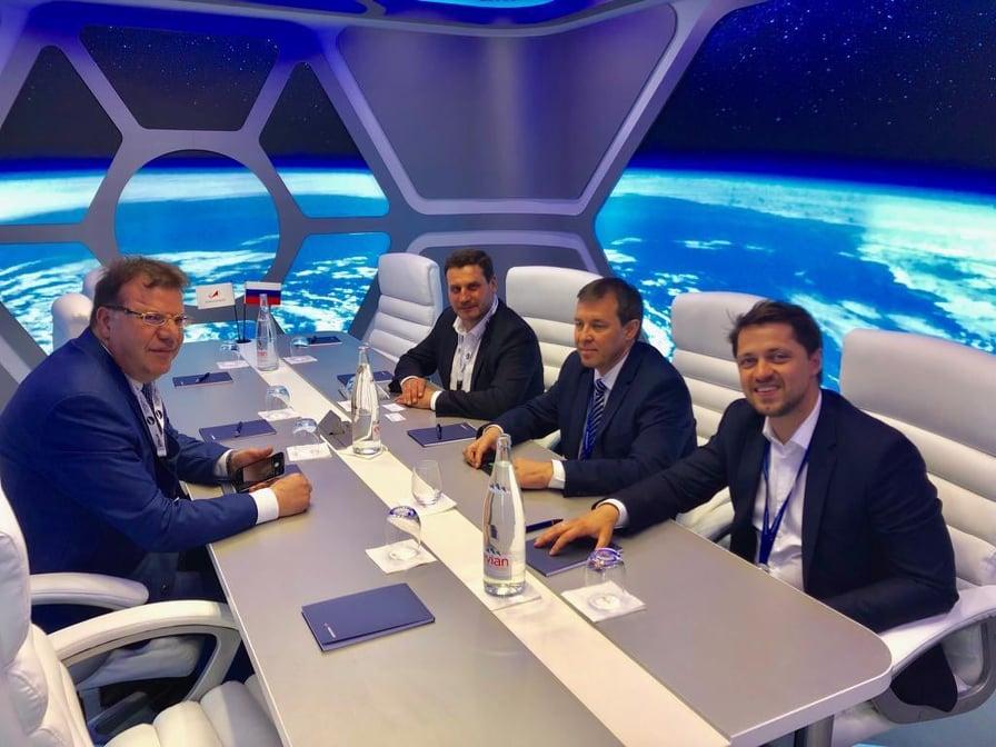 Mohamed Frikha signe avec les Russes de SPUTNIX et GK Launch Services pour la construction et à la mise en orbite des satellites