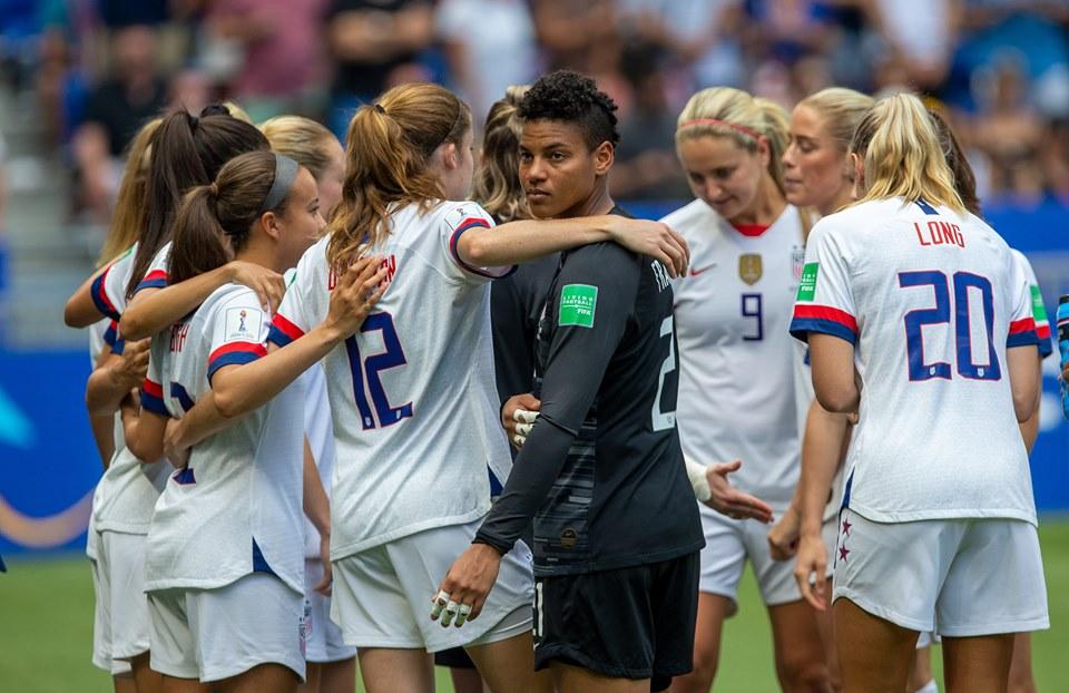 Tenantes du titre, les coéquipières de Megan Rapinoe se sont imposées (2-0) en finale contre les Pays-Bas, dimanche, à Lyon.