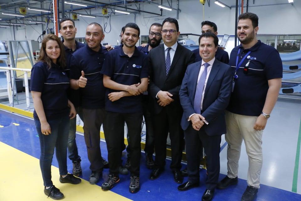 Zied Ladhari posant avec les employés de CCA