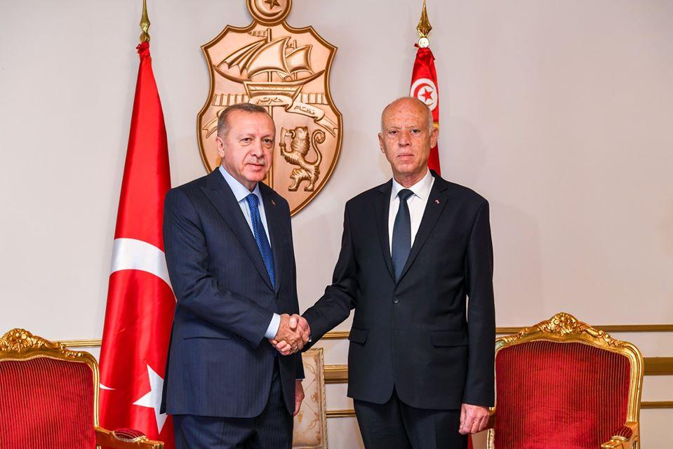 Le président turc Recep Tayyip Erdogan est arrivé, mercredi, à Tunis