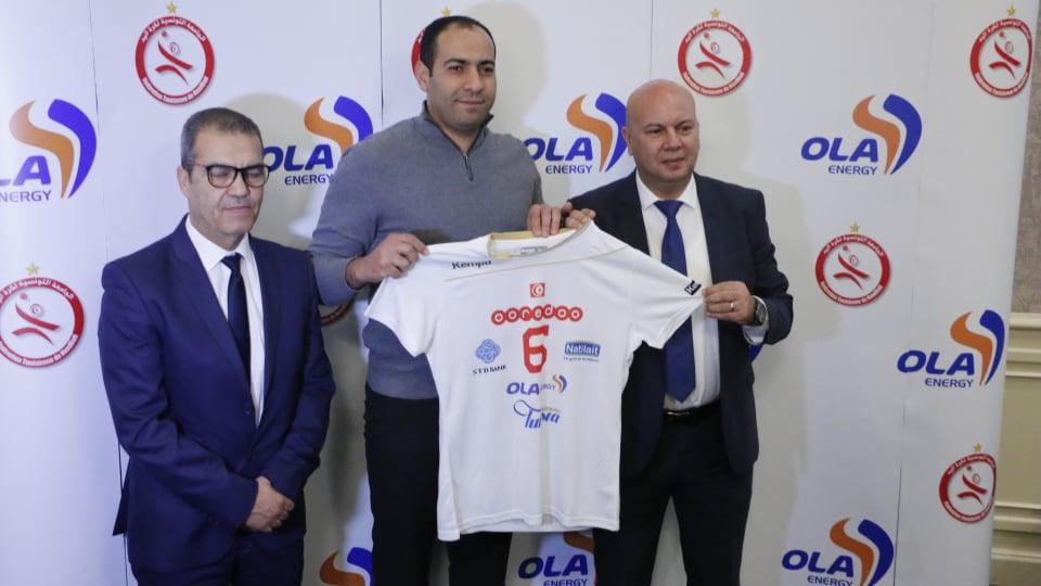 Mourad Mestiri, Président de la Fédération Tunisienne de Handball et  Chokri Dridi, Directeur Commercial et Marketing d'OLA Energy Tunisie avec Makram Missaoui