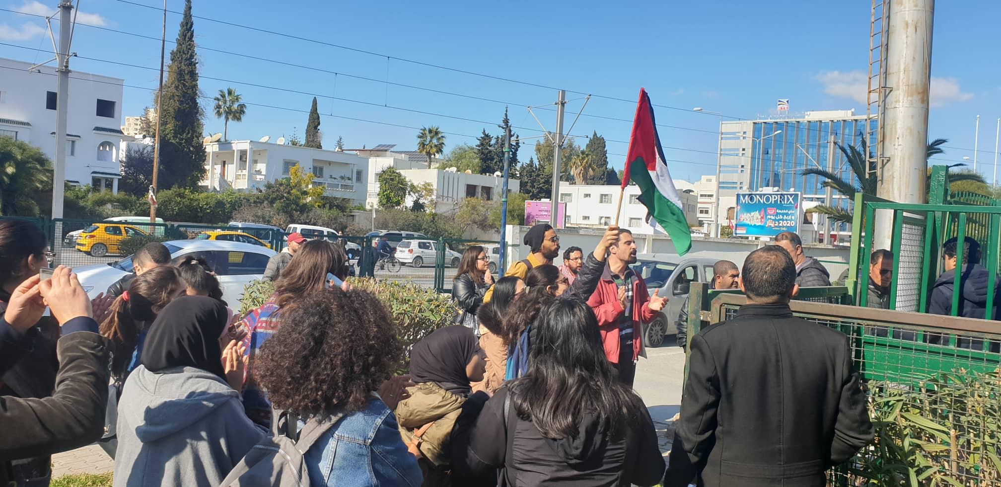 Un sit-in de protestation a eu lieu ce mercredi devant la Cité Nationale Sportive d'El Menzah pour protester contre la participation du tennisman israélien Aaron Cohen au tournoi international junior de Tunis