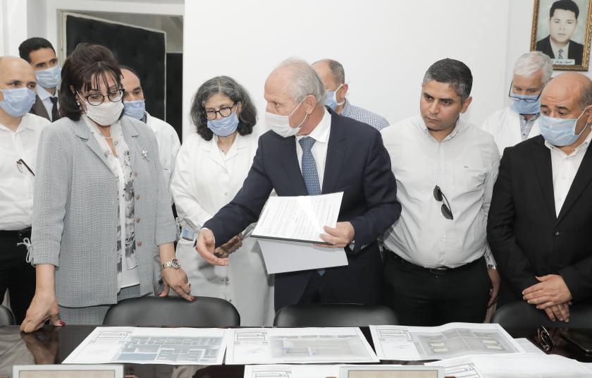 Une convention a été signé ce mardi 12 mai 2020 entre la délégation régionale de la santé de Sousse, l'hôpital Farhat Hached et l'homme d'affaires Ridha Charfeddine pour la construction d'une nouvelle unité de réanimation dans cet établissement hospitalier public de la perle du Sahel.