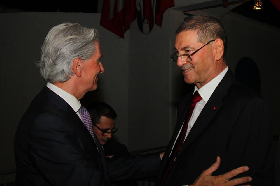 L'ambassadeur François Gouyette saluant Habib Essid