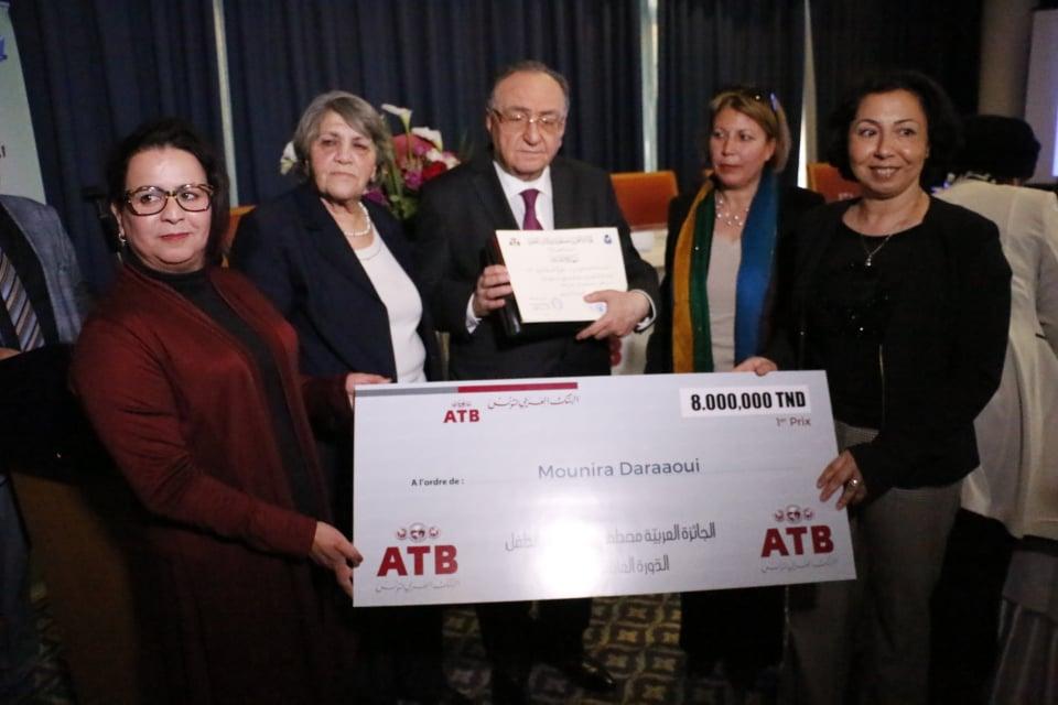 La romancière Tunisienne Mounira Daraaoui a reçu le premier prix d'une valeur de 8000 dinars