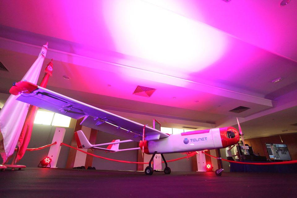 Ce drone est doté d'un système de vol automatique