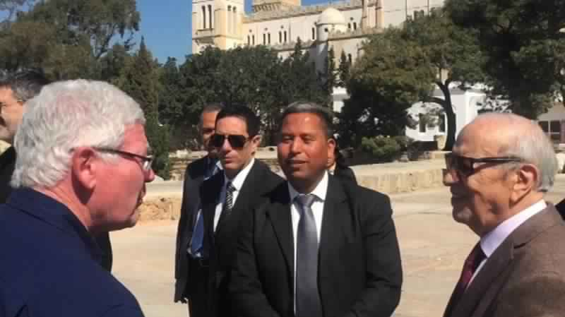 BCE rencontre des touristes aux sites  de Carthage