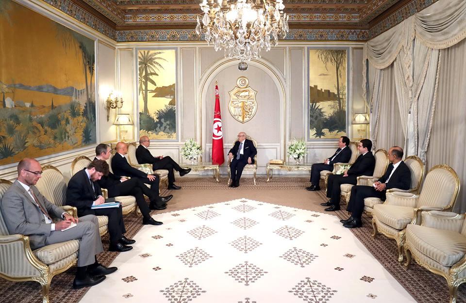 Le Drian affirme la solidarité française dans la lutte antiterroriste — Tunisie