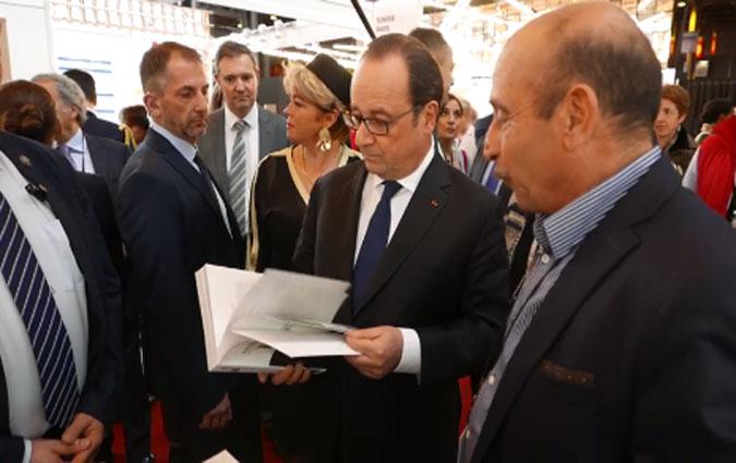 Hollande au stand tunisien au salon du livre de paris for Salon du management