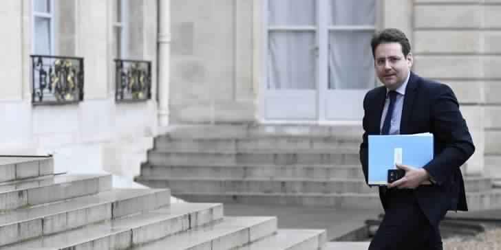 le ministre de lintrieur franais remplac pour des rvlations demploi de ses filles