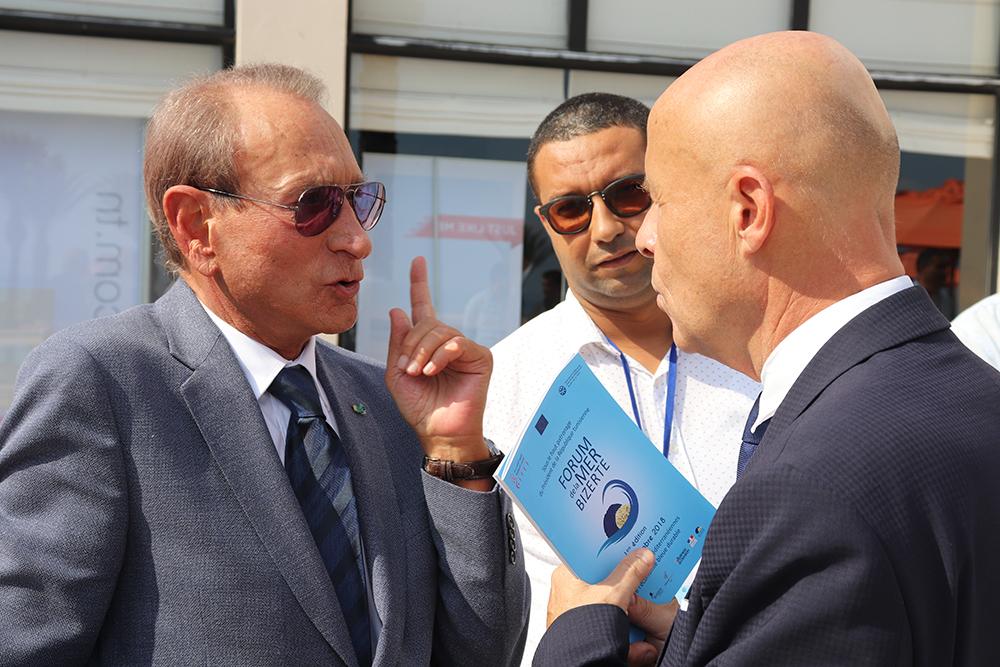 L'ambassadeur de France en Tunisie, Olivier Poivre d'Arvor avec l''ancien maire de Paris Bertrand Delanoë