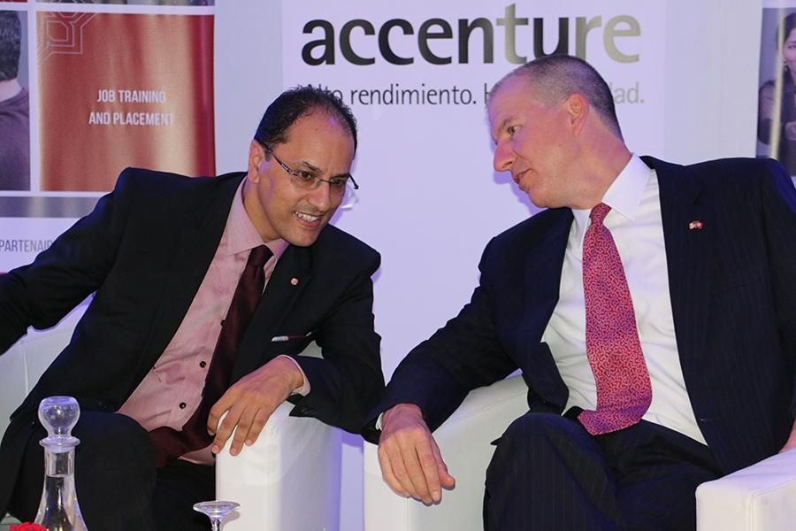 Slim Khalbous, Ministre de l'Enseignement Supérieur et de la Recherche Scientifique et Benjamin Moeling, Chargé d'Affaires de l'Ambassade des Etats Unis d'Amérique en Tunisie