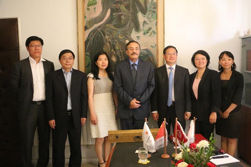 La délégation chinoise ayant visité Tunis du 13 au 17 juillet était composée de six personnes dont trois femmes et sont éditeurs et directeurs d'organes de presse chinois.