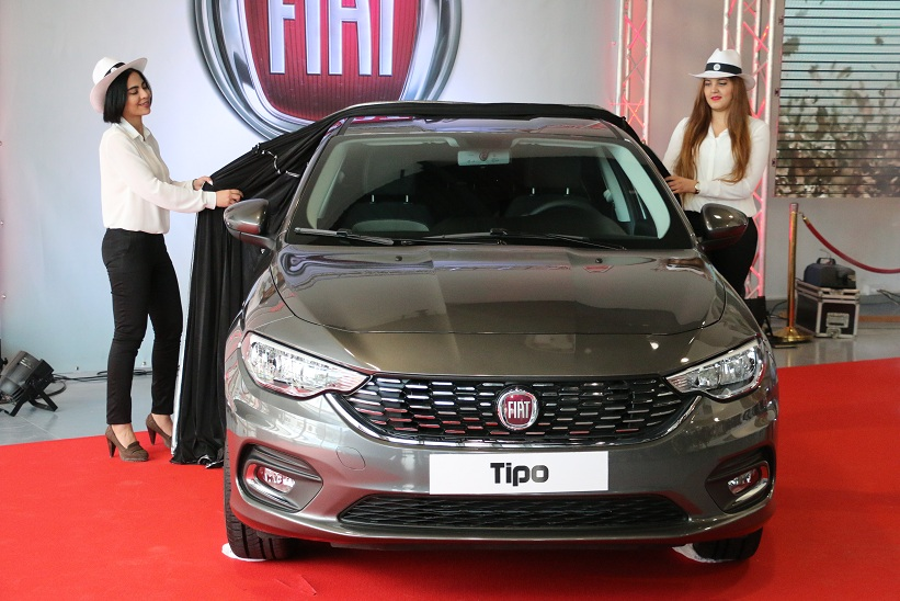 lever de rideau sur la nouvelle fiat tipo. Black Bedroom Furniture Sets. Home Design Ideas
