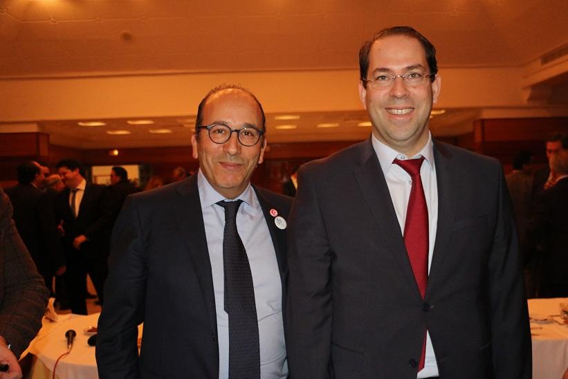 Le président de la FTH Khaled Fakhfakh avec Youssef Chahed