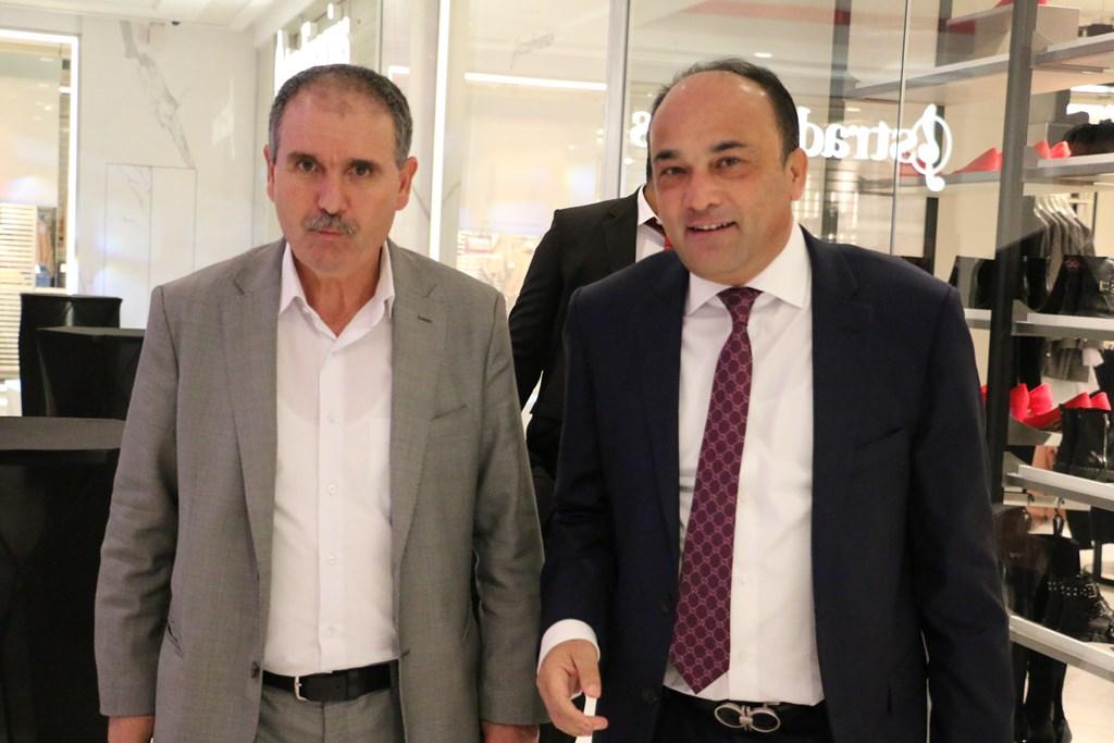 Noureddine Taboubi, secrétaire général de l'UGTT et  Maher Chaabane, gérant de la Sélection de Promotion Immobilière et promoteur du projet Tunisia Mall