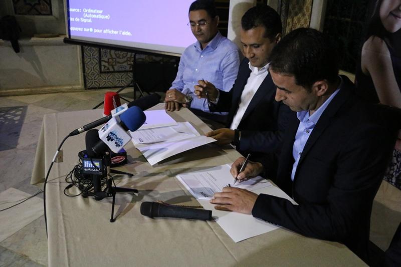 Photo de la signature du partenariat entre Zen et l'association la rose de l'espoir