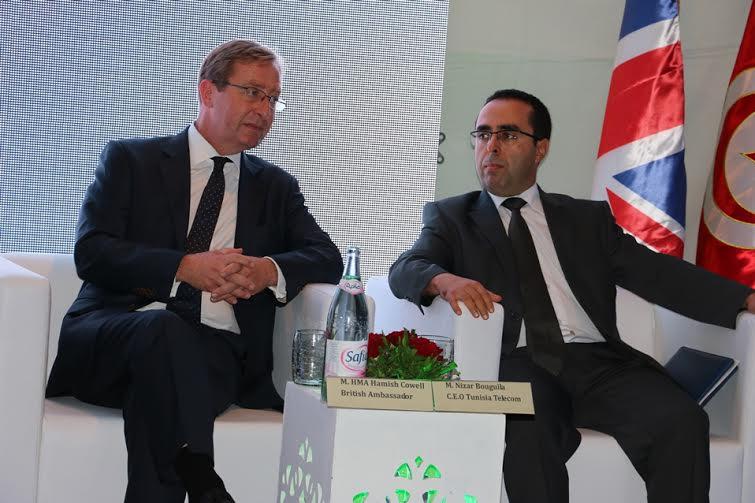 Hamish Cowell ambassadeur du Royaume-Uni en Tunisie et Nizar Bouguila, PDG de Tunisie Telecom