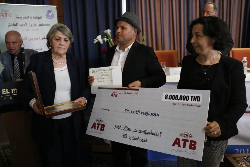 Un prix spécial historique de la valeur de 8000 dinars a été décerné au romancier tunisien Lotfi Hajlaoui