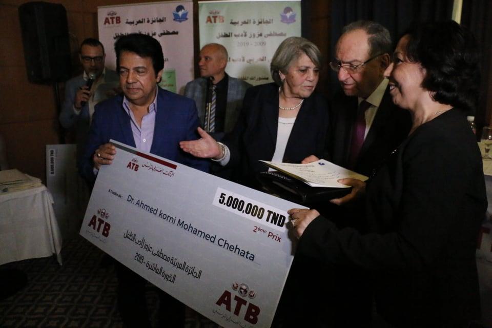Le second prix d'une valeur de 5000 dinars est revenu au romancier égyptien Ahmed Chahata.