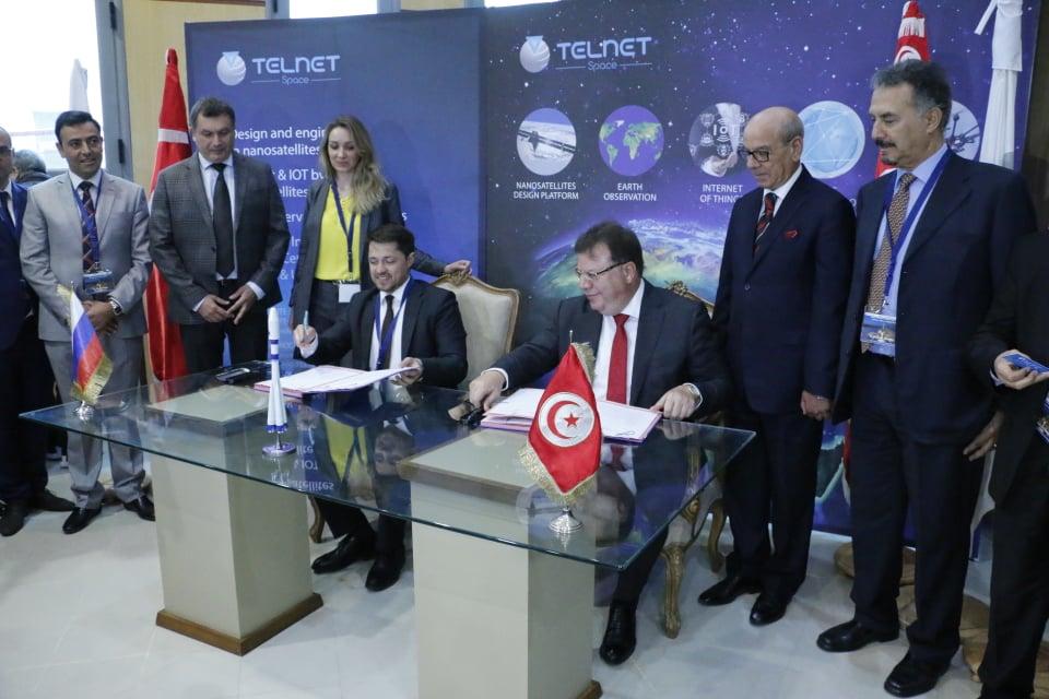 Signature à Sfax du contrat de lancement du 1er satellite tunisien « Challenge ONE »