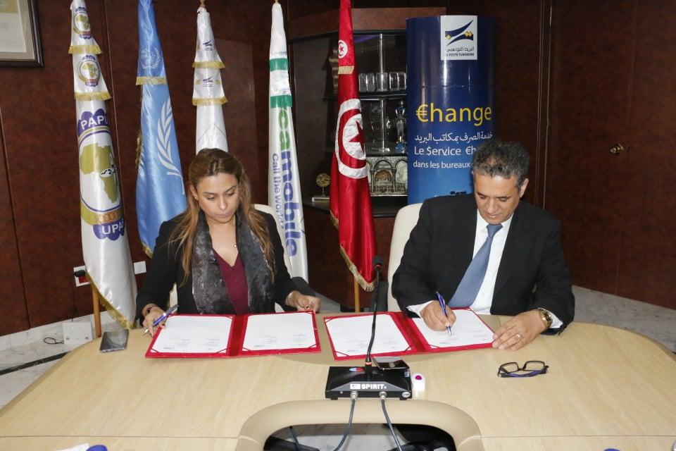 La convention a été paraphée  par  le PDG de la Poste Tunisienne Jawher Ferjaoui et la PDG  de Lycamobile en Tunisie, Elham Arfaoui.