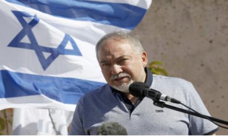 Pathétique: Un ministre de la Défense qui démissionne à cause d un cessez-le-feu à Gaza
