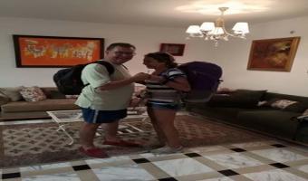 Photo du jour : Noomane Fehri sac au dos s'en va faire du camping avec sa fille