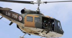 Un avion militaire à la poursuite d'un véhicule dérobé par des terroristes