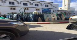 Ras Jebel: Première boutique de vêtements… en plein rond-point !