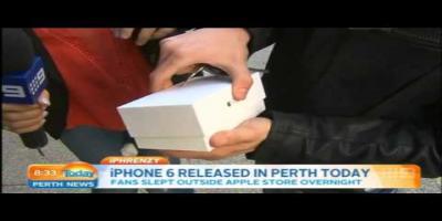 Le premier acheteur de l'iPhone 6 le fait tomber par terre en direct