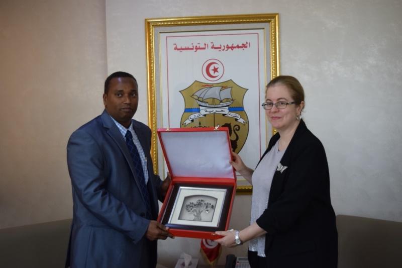 Younis Ali Guedi, ministre de l'Energie chargé des ressources naturelles de la République de Djibouti  et  Héla Cheikhrouhou, ministre de l'Energie, des Mines et des Energies renouvelables
